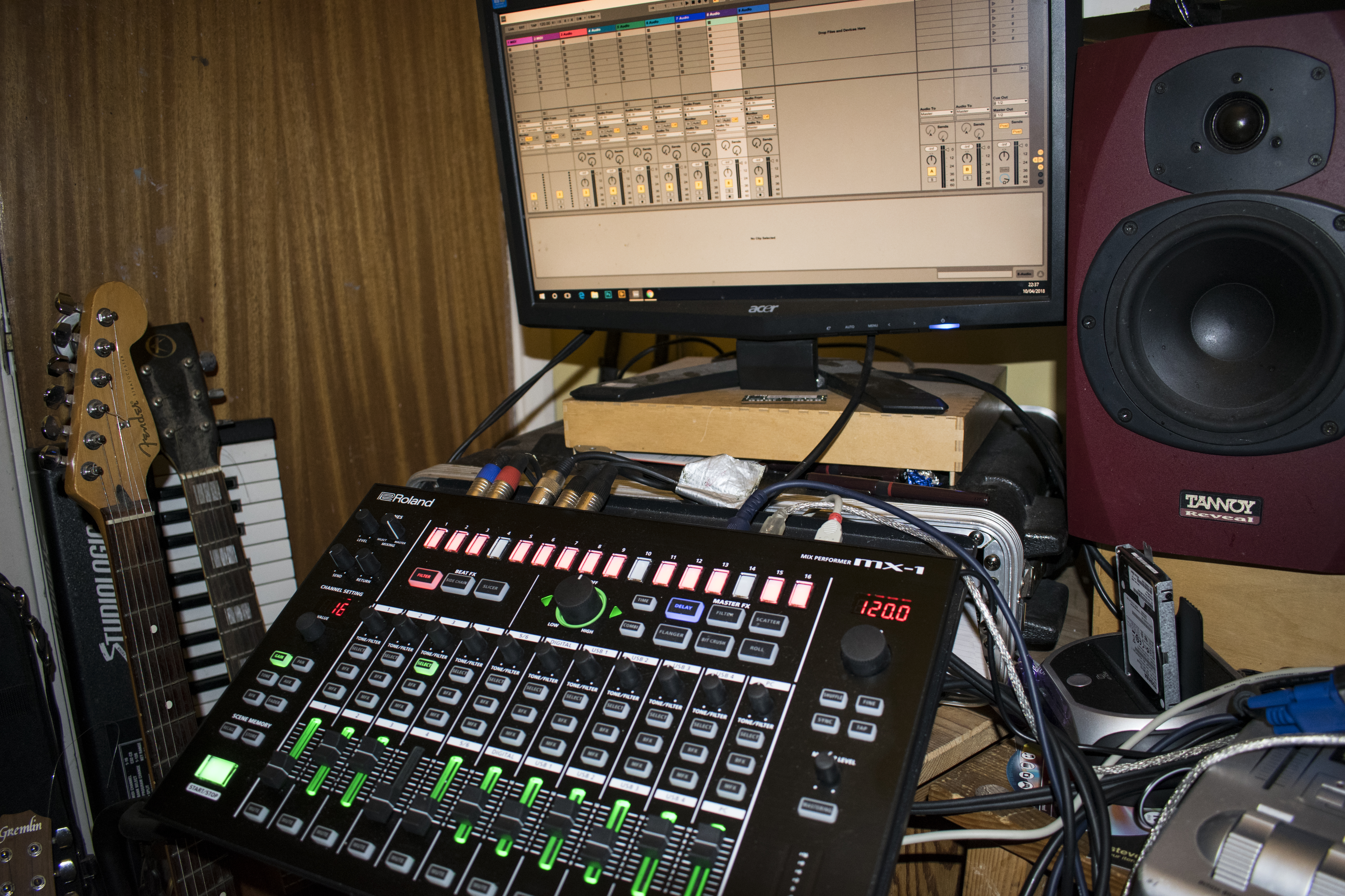 Using the Roland MX-1 in the studio: recording BFX and MFX into