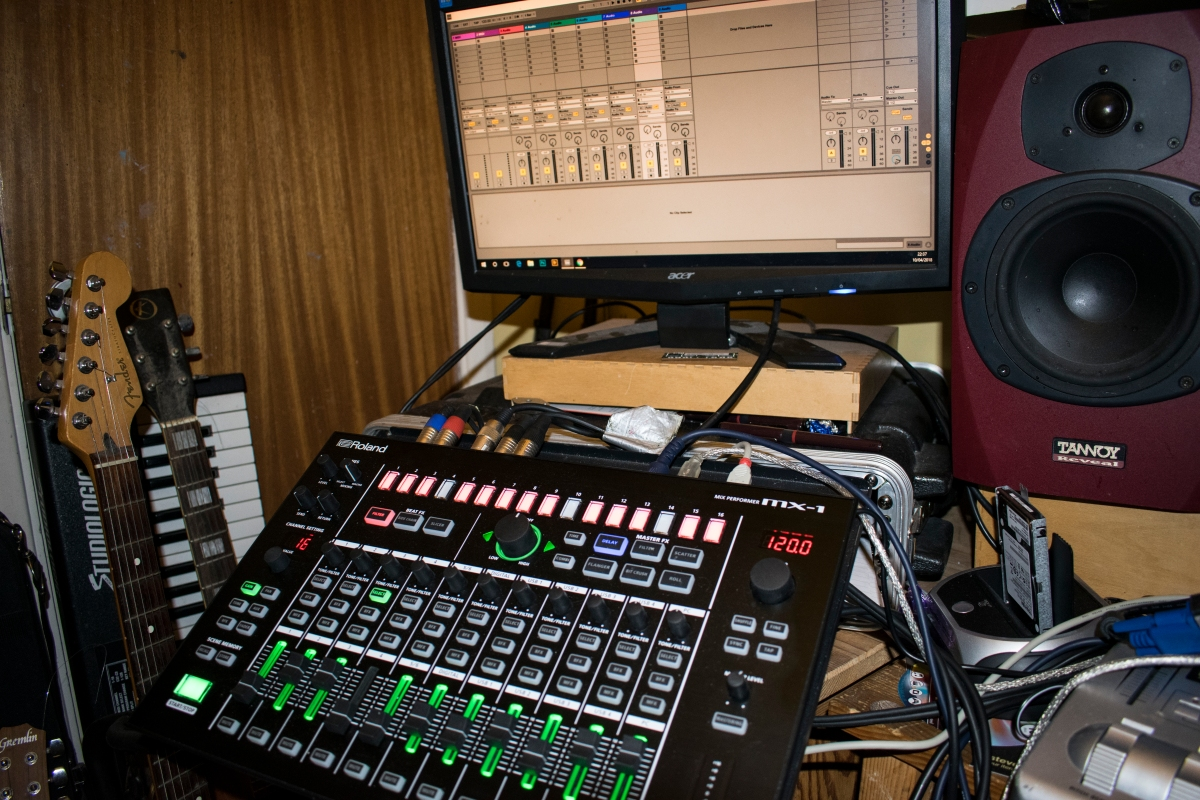 Using the Roland MX-1 in the studio: recording BFX and MFX